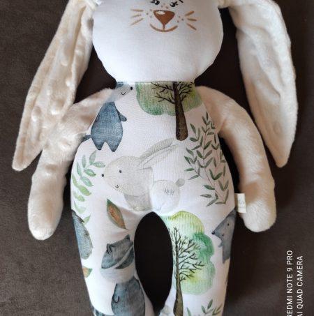 голямо бяло зайче с кехлибар